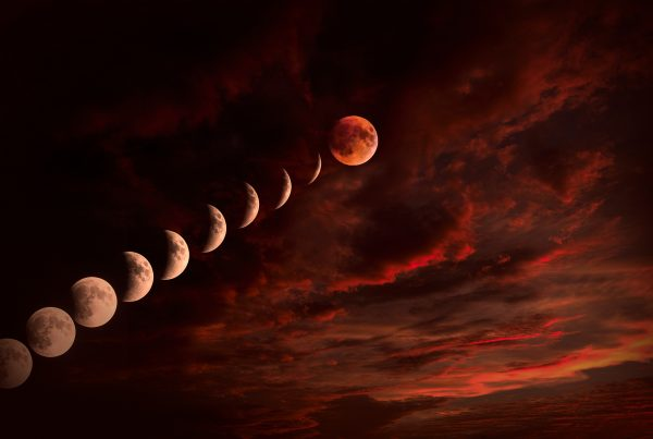 Plotaverse 18_07_27_Blood-Moon-600x403 Daily Challenges